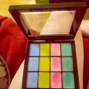 NYX Makeup - Nyx ultimate brights palette